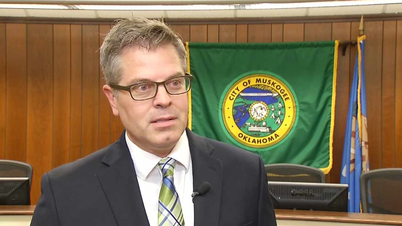 Mike Miller may be hired as city manager tonight.