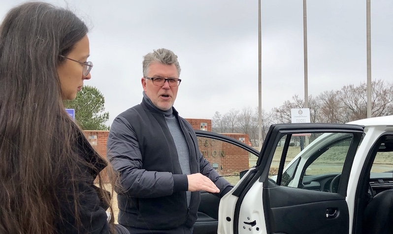 Cherokee Nation citizen Elizabeth Toombs and Nissan USA Electric Vehicle Business Development Manager Brian Zelis view a 2019 Nissan LEAF